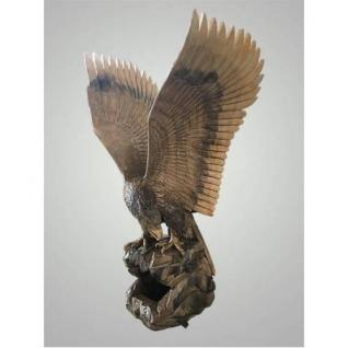 Резной орел из дерева, расправленные крылья