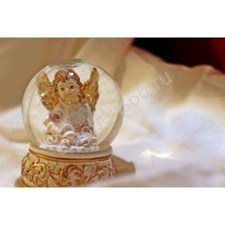 Сувенир шар ангелочик белый