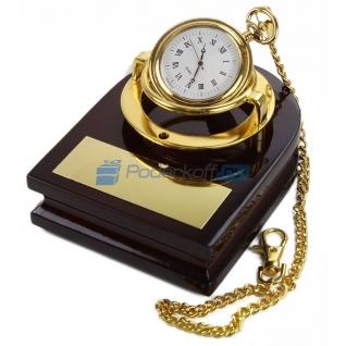 """Часы """"Магистр"""" на деревянной подставке и цепочкой"""