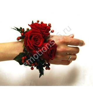 Браслет из красной розы